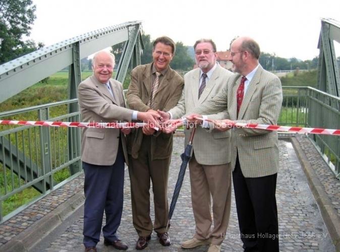 Übergabe des Brückendenkmals