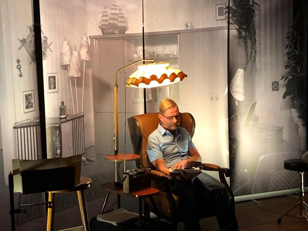 Uwe Uecker bietet im Hollager Hof wohltuende Erinnerungen